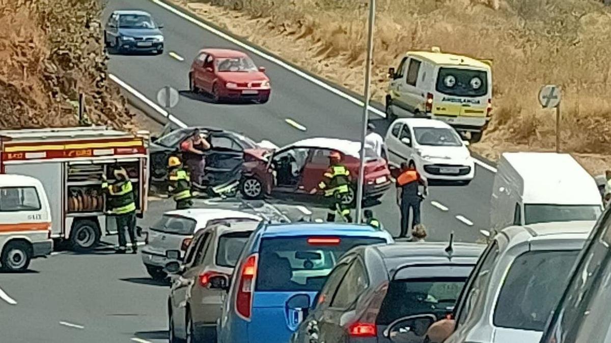 El accidente se produjo en la carretera LP-3 a su paso por Breña Alta.