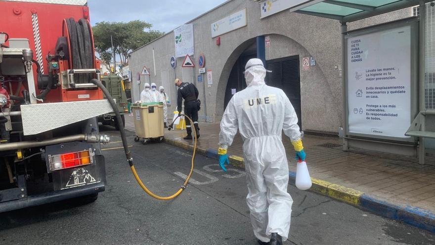 La UME desinfecta el Centro de Salud de Tamaraceite.