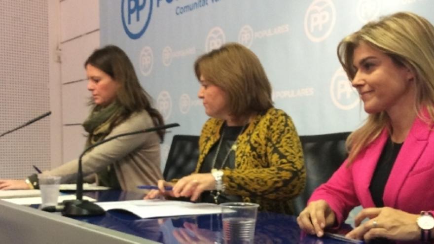 Beatriz Gascó, Isabel Bonig y Eva Ortiz, en la sede del PP.