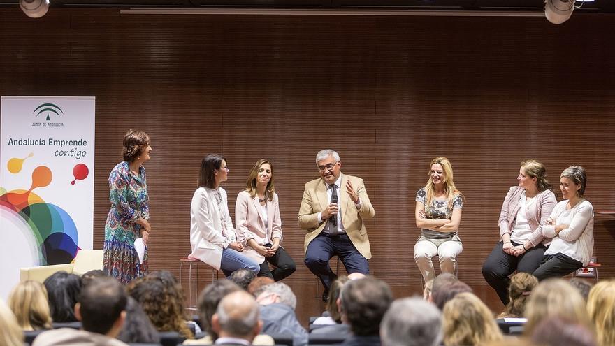 Junta destaca el carácter estratégico de 'Gira Mujeres', que beneficiará a 3.000 andaluzas en el entorno rural