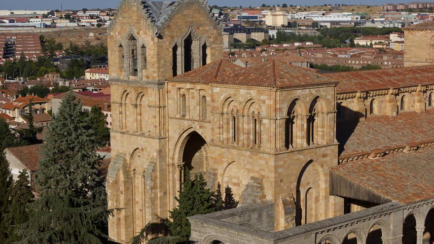 Torres románicas de la Basílica de San Vicente.