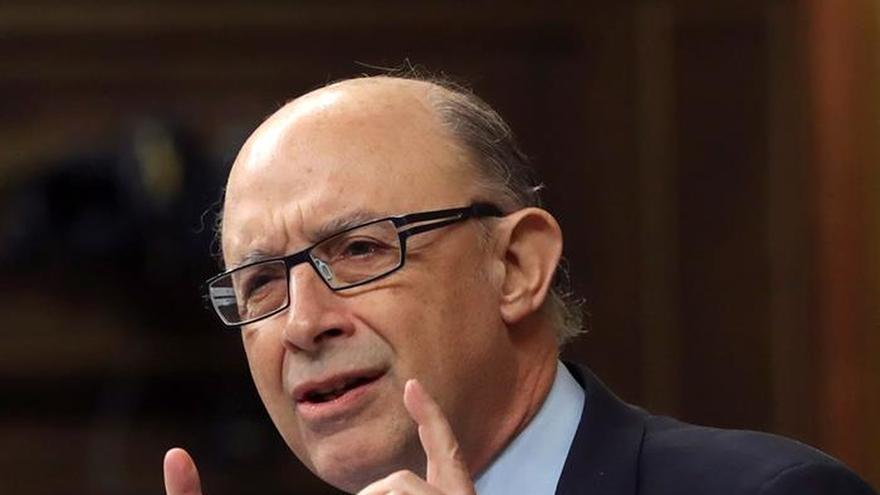 El PSOE pide que comparezca Montoro por las deducciones del fondo de comercio