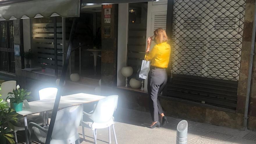 Evelyn Alonso, a la salida de la notaría en la que se ha protocolizado la moción de censura. (DIARIO DE AVISOS)