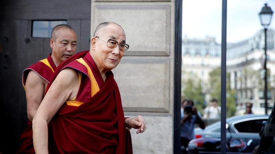El Gobierno francés dice que no ha recibido al dalái lama porque no lo pidió