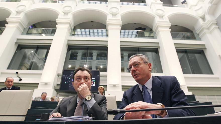 Manuel Cobo y Alberto Ruiz Gallardón, durante su etapa en el Ayuntamiento de Madrid.