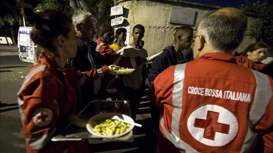 Un centenar de inmigrantes bloqueados en Italia al impedirles Francia el paso