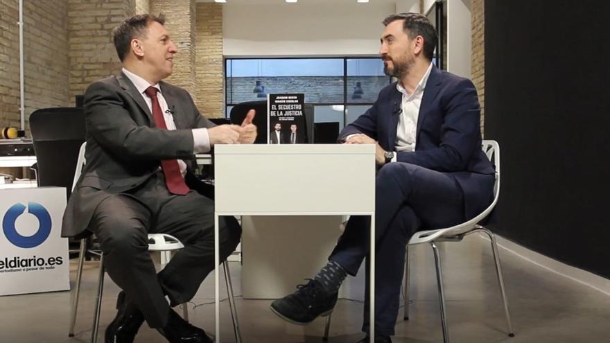 Joaquim Bosch e Ignacio Escolar durante la presentación del libro en Valencia.
