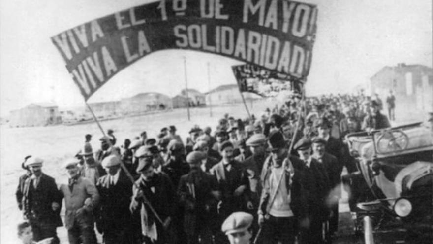 Trabajadores manifestándose en Bizkaia en 1890