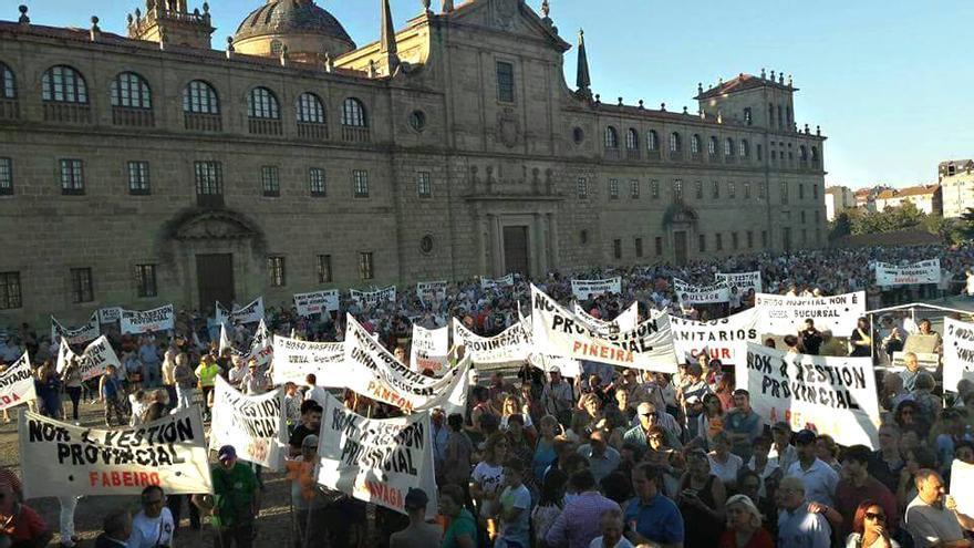 Final de la manifestación en Monforte contra el proyecto de Lei de Saúde