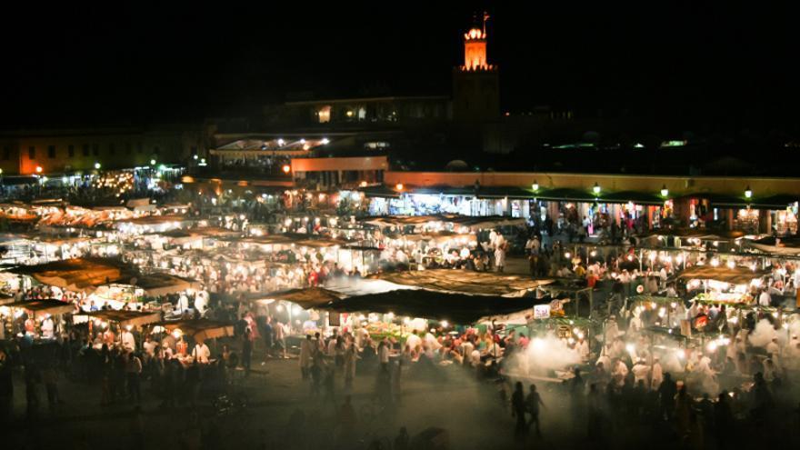 Por las noches, la plaza de Jemaá El Fna se convierte en una gigantesca cocina al aire libre.