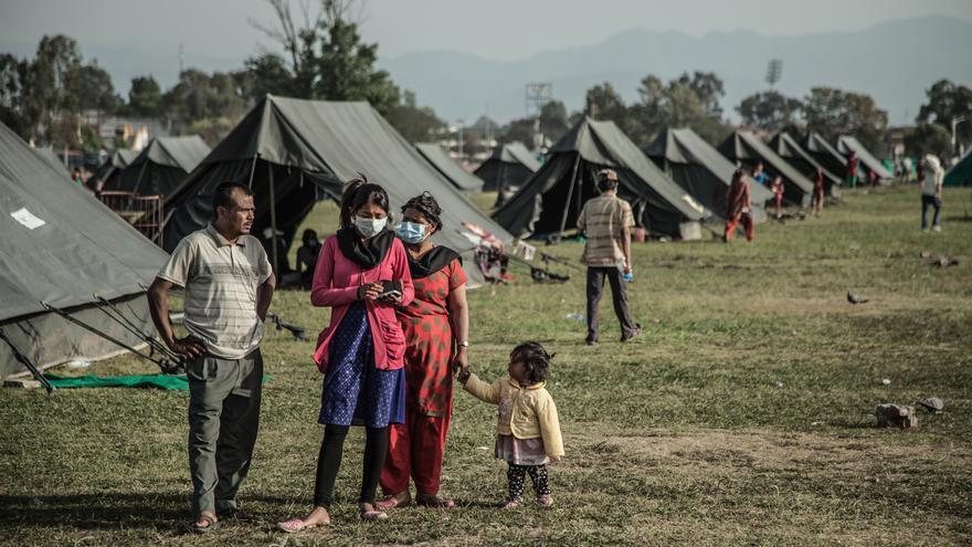 El campo de desplazados de Tundhikel fue el lugar seguro que miles de personas encontraron luego del terremoto, se encuentra a unos 400 metros de la plaza Durbar, patrimonio cultural de la humanidad./ Pablo Tosco (Intermón Oxfam).