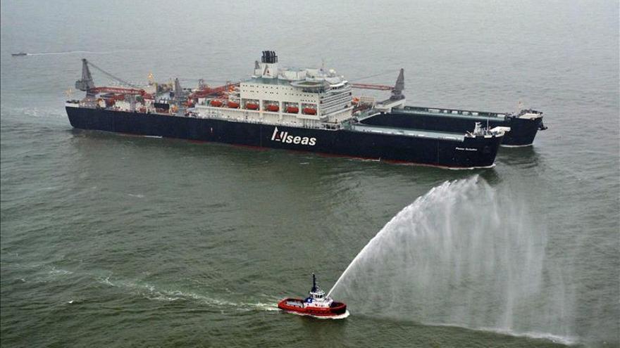 Rebautizarán el barco grúa más grande por llevar nombre de oficial nazi