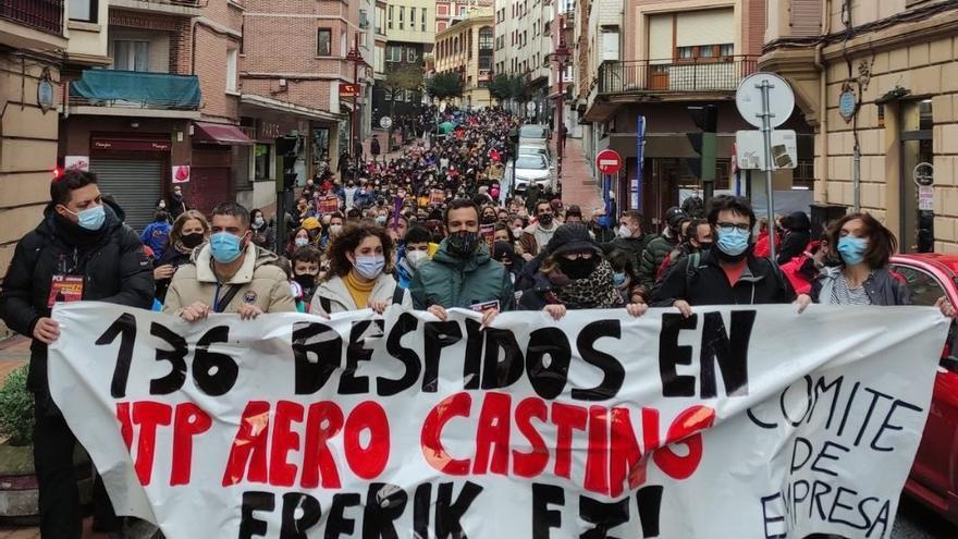 Manifestación de trabajadores de ITP de Barakaldo y Sestao contra los 136 despidos planteados por la empresa.