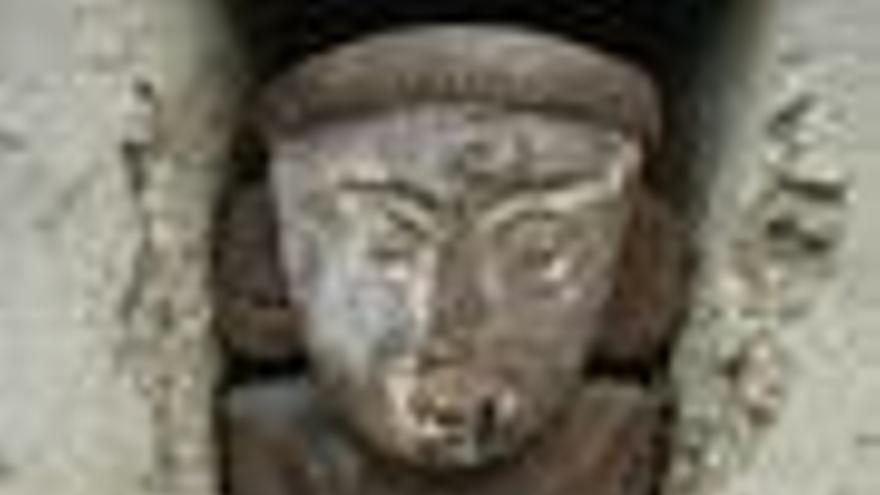 Hallan estatuas de madera en una gran ciudad de barro del Imperio Inca en el norte de Perú
