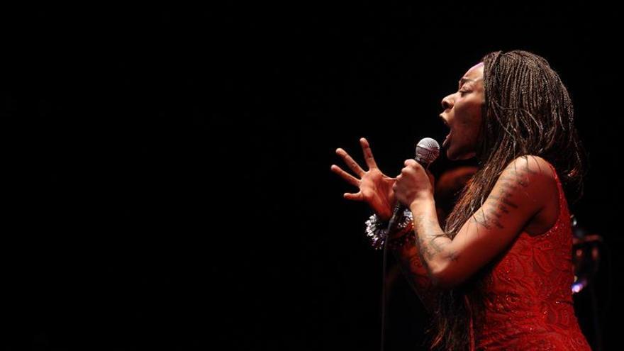 Concha Buika sacude Santiago con una oda a la diversidad musical y cultural