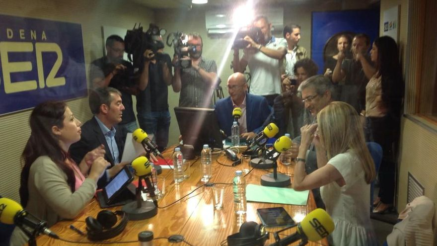 Los aspirantes de los partidos con representación en el Parlamento de Canarias a presidir el Ejecutivo autonómico han acudido esta mañana a un debate electoral en la Cadena SER.