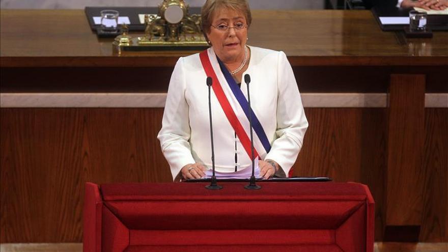 Bachelet buscará renegociar acuerdos económicos con la UE en gira europea