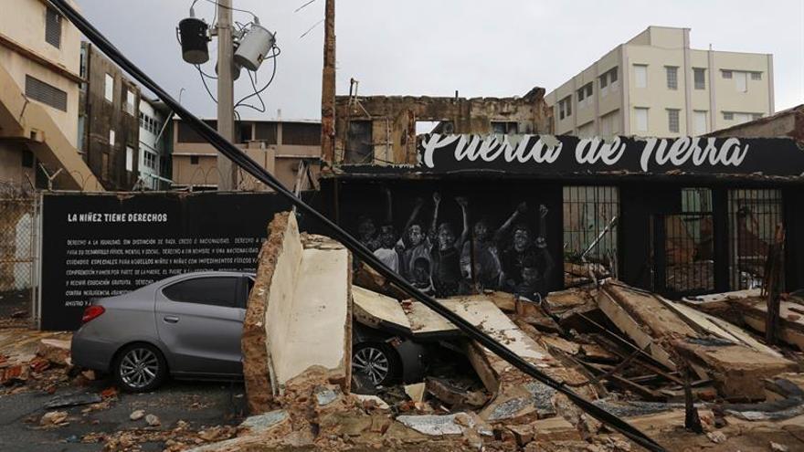 El gobernador de P.Rico reitera la prolongación del toque de queda por el huracán María
