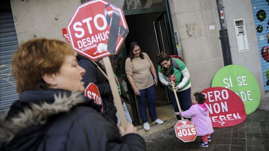 El PE pide que los bancos no desahucien a las familias de su única vivienda