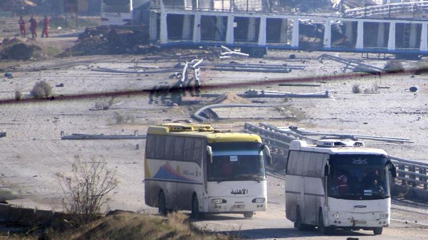 Varios heridos por el impacto de diez cohetes en el oeste de Alepo, según ONG