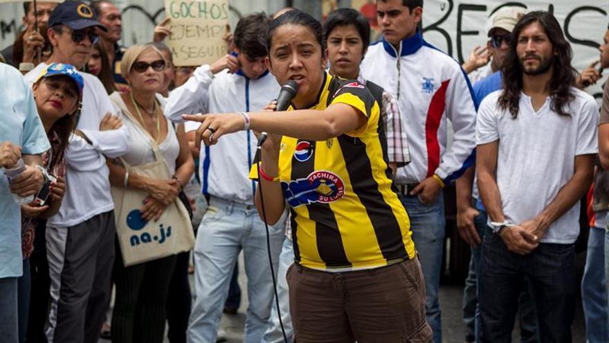 Una diputada venezolana le pide a Colombia un corredor humanitario en la frontera