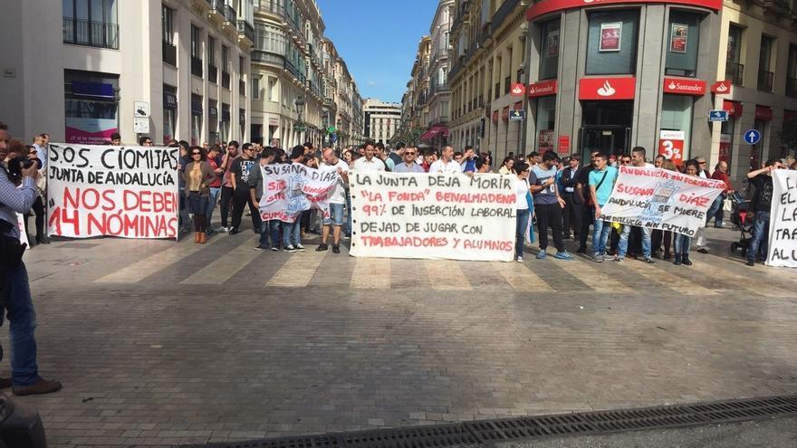 La Cónsula, La Fonda y CIOMijas se concentran en Málaga para exigir a la Junta el pago de las nóminas