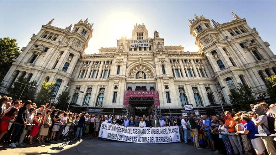 Madrid recuerda a Miguel Ángel Blanco entre abucheos a la alcaldesa y sin colgar pancarta