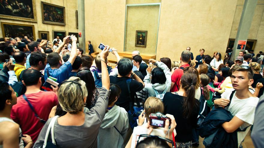 Aglomeración en el Louvre ante la Mona Lisa/ Foto: Matt Biddulph