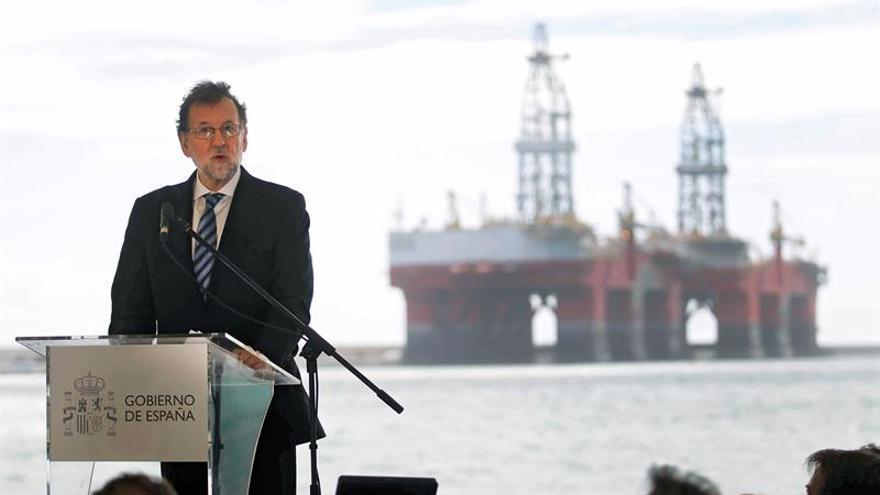 El presidente del Gobierno, Mariano Rajoy, durante el acto inaugural del Puerto de Granadilla.