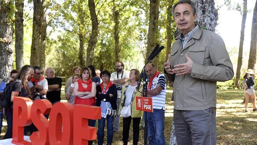 Zapatero: Los independentistas están solos en su marcha atrás a la historia