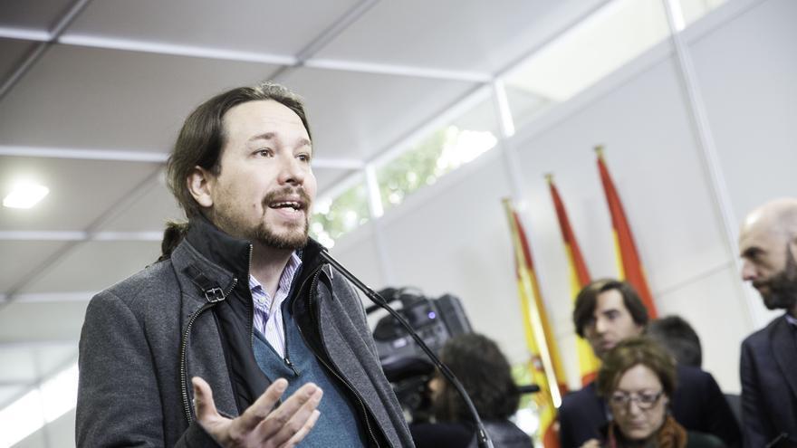 Pablo Iglesias atiende a los medios de comunicación en la festividad del 6 de diciembre.