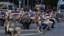 Òmnium organiza una sentada ante la Delegación del Gobierno en Barcelona tras la decisión del TC