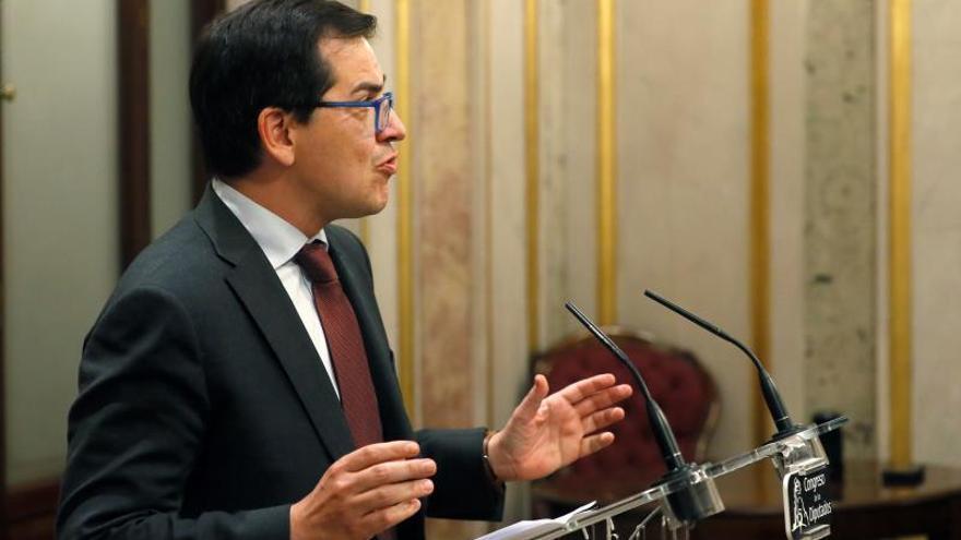 El portavoz de Ciudadanos José María Espejo-Saavedra, comparece en rueda de prensa en el Escritorio de la cámara baja tras la sesión constitutiva de las Cortes en el Congreso de los Diputados.