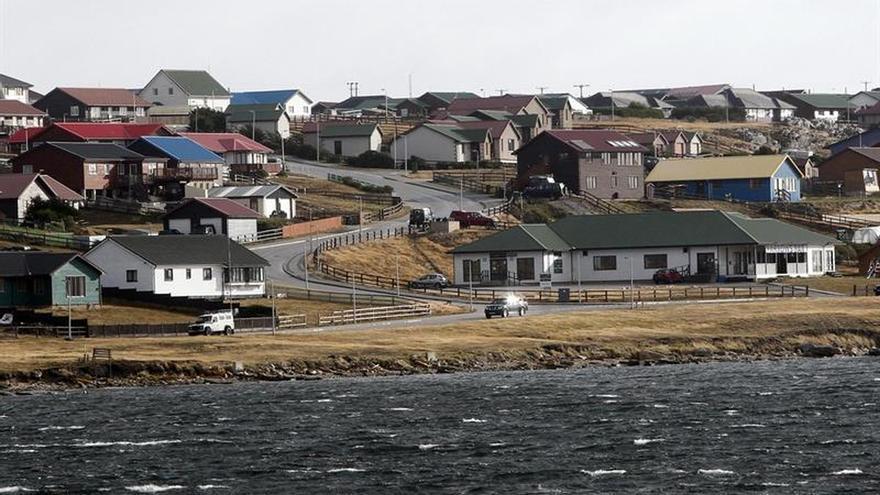 Familiares de los caídos en las Malvinas enfrentan a una comitiva argentina que visitó las islas