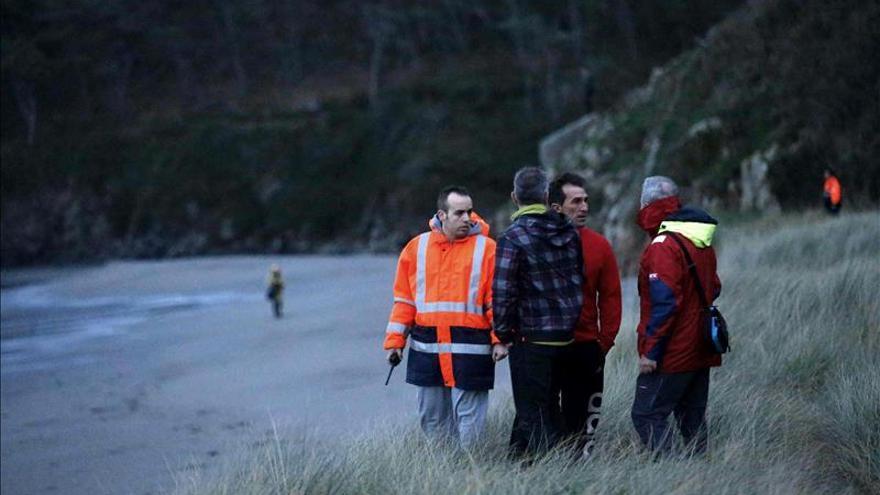 Reanudan la búsqueda del niño de 20 meses arrastrado por una ola en Asturias