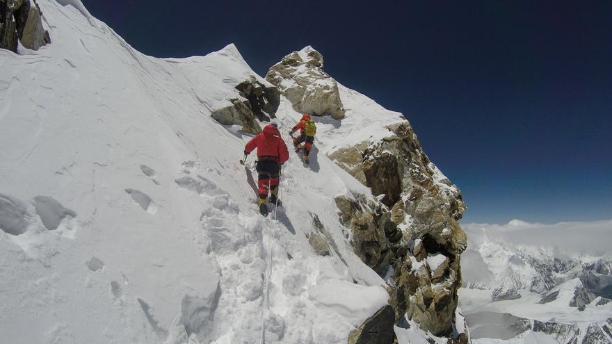 Ferran Latorre y Hans Wenzl cerca de la cima (© Arjun Vajpai).
