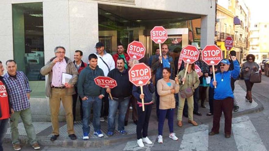 Acción de la PAH Puertollano. Foto: www.miciudadreal.es