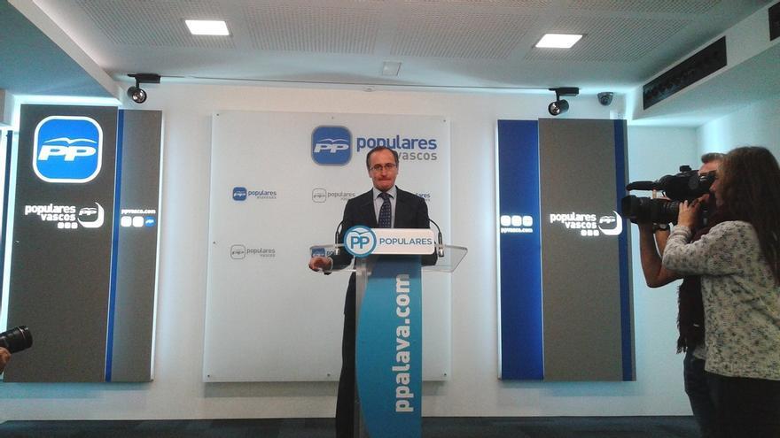 """Alonso dice que, con el acuerdo de gobierno, el PNV """"desactiva"""" a PSE y tiene """"manos libres"""" para pactar con EH Bildu"""