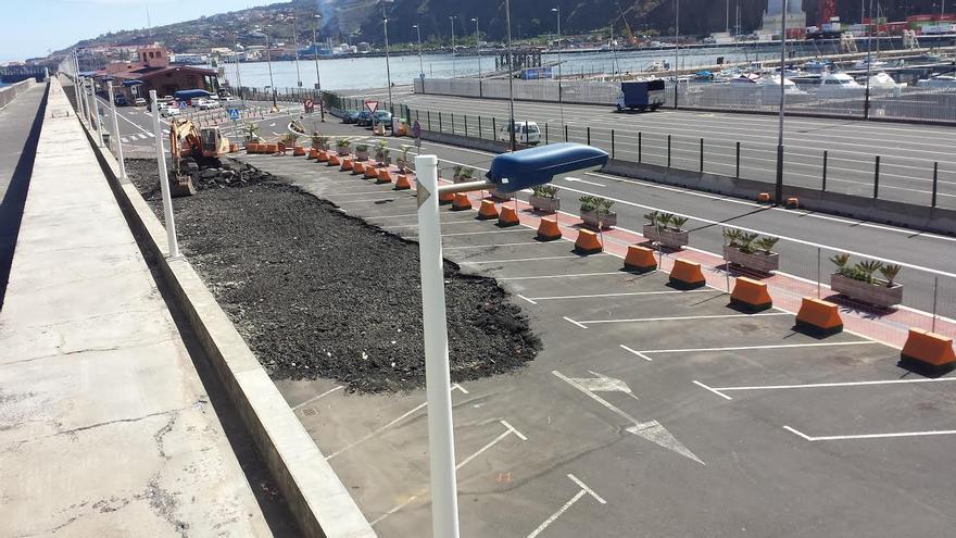 En la imagen, los aparcamientos que se han suprimido. Foto: LUZ RODRÍGUEZ