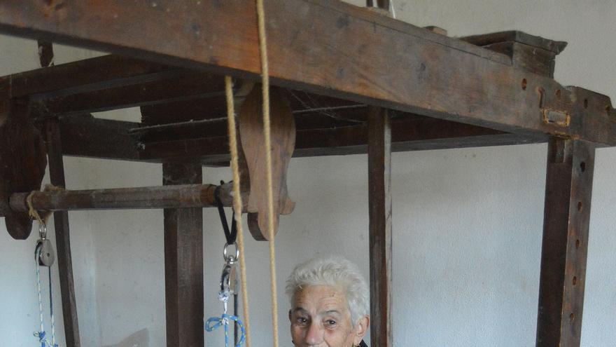 Rosario Álvarez Lorenzo, artesana tejedora de La Palma.