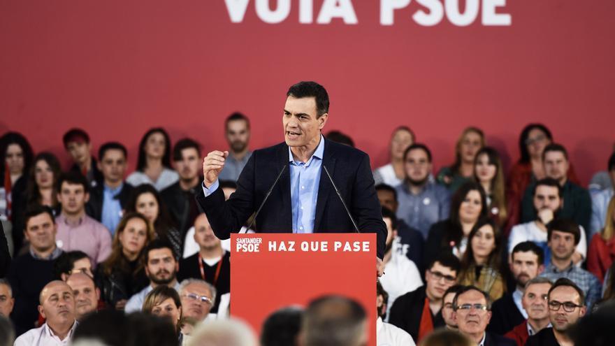 Pedro Sánchez durante su intervención en el mitin de campaña en Santander. | JUANMA SERRANO