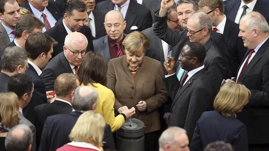 """El """"brexit"""" divide a la gran coalición alemana de Angela Merkel"""
