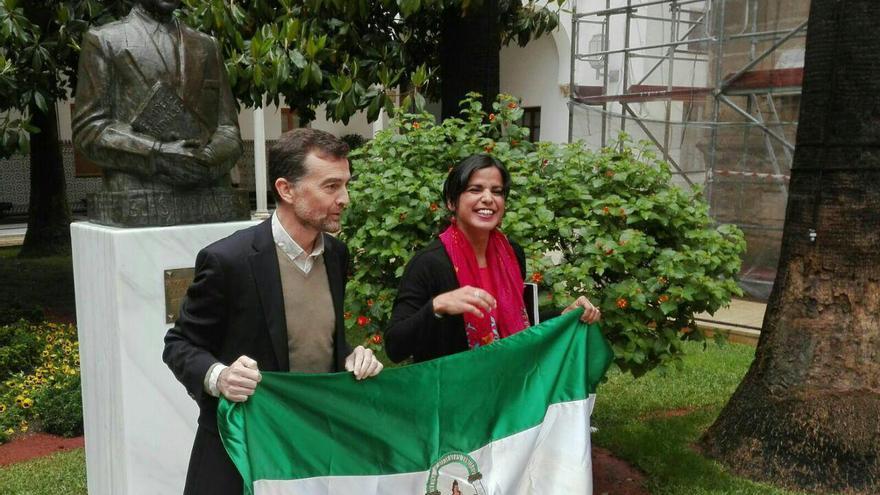 Antonio Maíllo con Teresa Rodríguez.