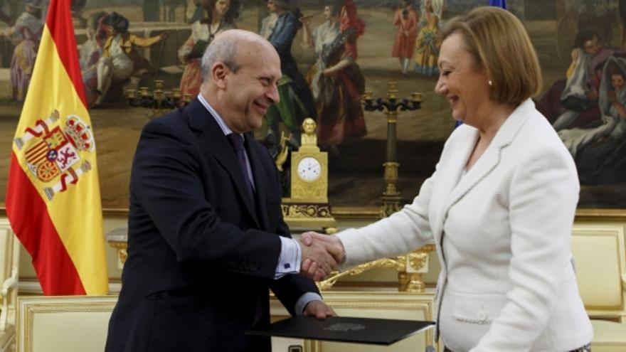 El ministro Wert y la Presidenta de Aragón, Luisa Fernanda Rudi, durante la firma del convenio.