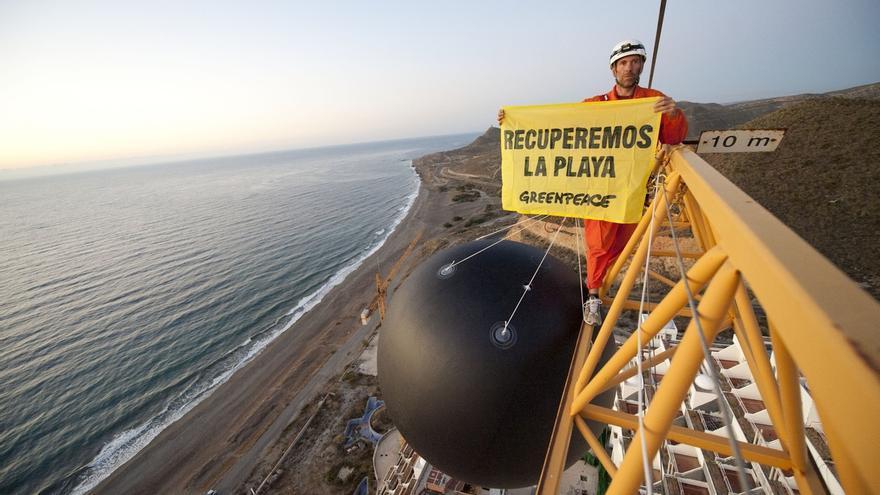 Greenpeace pide a Anticorrupción que estudie si es delito declarar urbanizable El Algarrobico