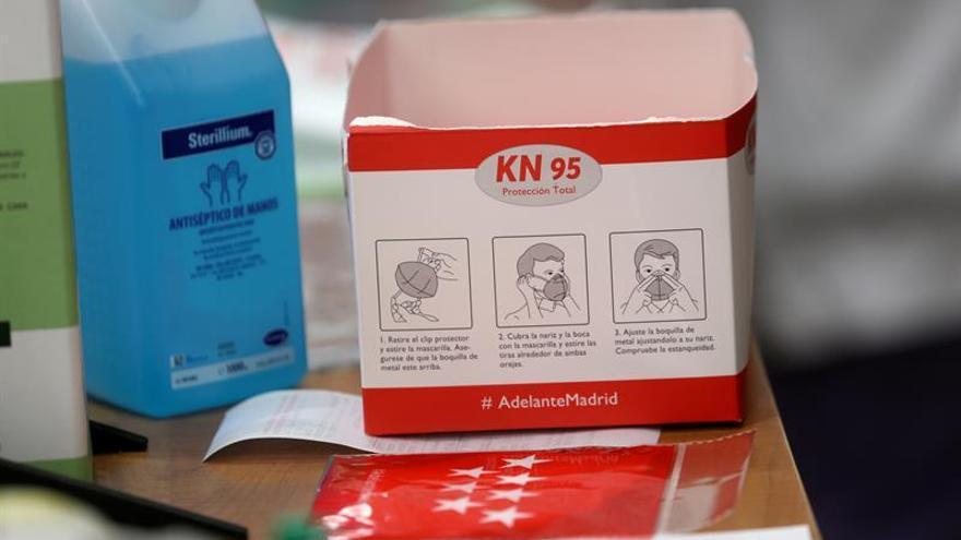 Con mascarillas transparentes, los sordos ya pueden comunicarse en Indonesia