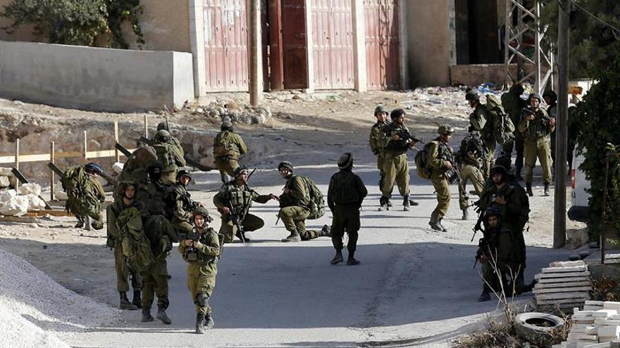 Un soldado israelí herido por fuego palestino en la Tumba de José en Nablus