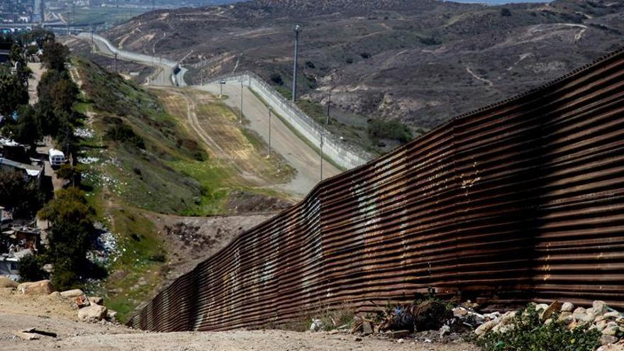 Más de 700 niños fueron separados de sus padres en la frontera México-EEUU, dice NYT