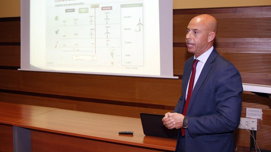 Gonzalo Piernavieja durante su intervención en la ULL.