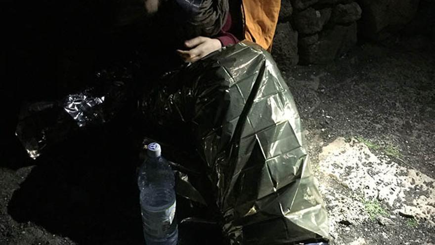 Rescatadas dos jóvenes alemanas desorientadas debajo del Risco de Famara